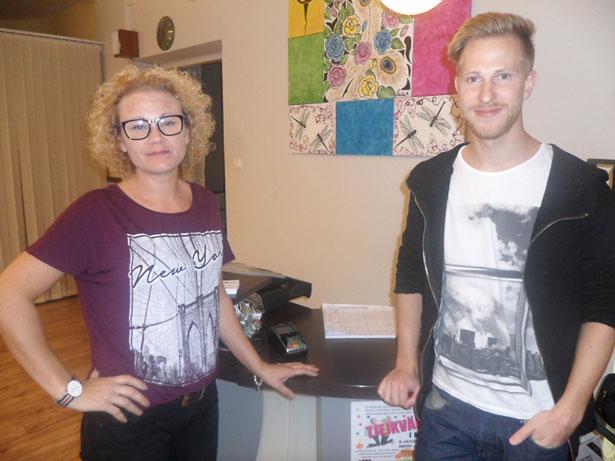Ida och Simoin på M-Salongen bjöd på godsaker i salongen.
