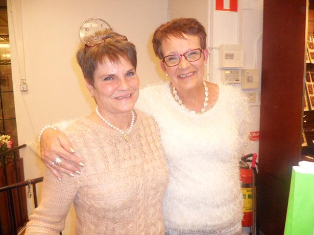 Carina Andersson och Yvonne Johansson hos Din Guldsmed tycker det är kul med tjejkväll.
