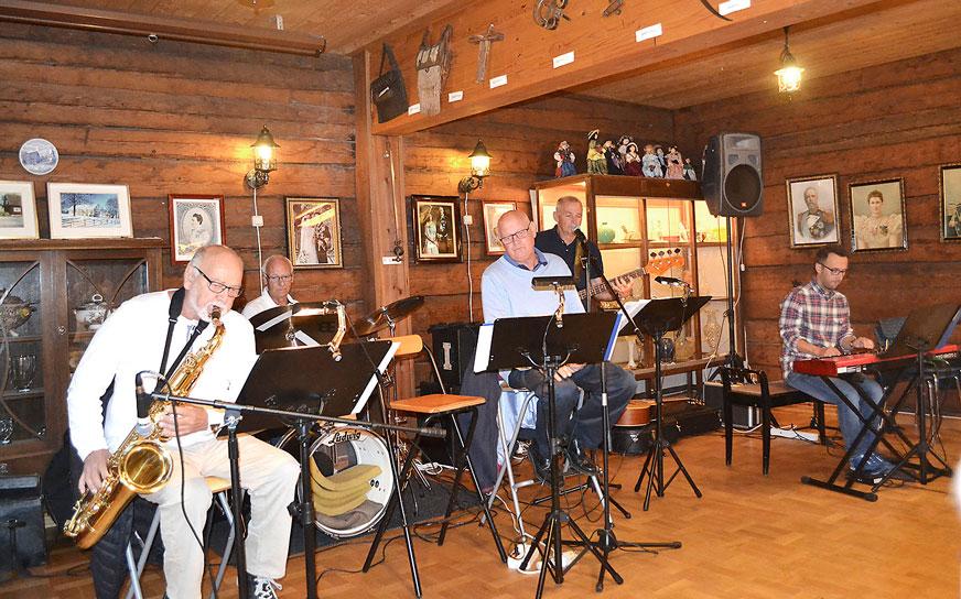 Sedan 1988 har Lars haft förmånen att få vara en del av Eds orkester.