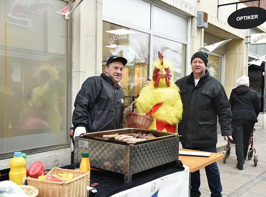 Gullaskruvs delikatesser bjöd på korv och Påskkycklingen bjöd på godis.