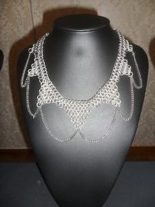 Ett läckert halsband som Johan tillverkat.