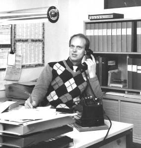 Kenneth-vid-skrivbord