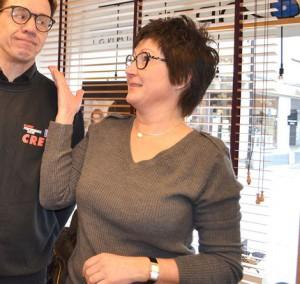 Snygga glasögon provade Molle hos Annette på Optiktjänst.