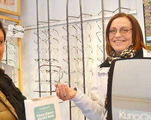 Caroline Söderlund valde passande glasögonbågar.