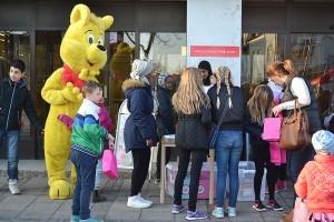 Många barn ville gå rebustävlingen.