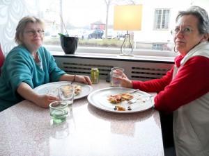Jenny Petersson och Ann-Sofie Mattisson började kvällen på Pizzeria Emiro. – Jag har varit på tjejkväll två gånger tidigare och det var mycket trevligt och roligt, berättade Jenny.
