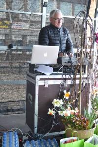 Mats Runberg vid mixerbordet.