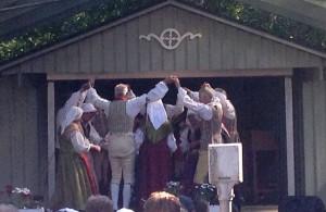 Foldanslaget med musiker dansade och spelade till Vinövals och Lundaväva.
