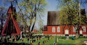 Kråksmåla kyrka är en faluröd, spånklädd kyrka från 1761.