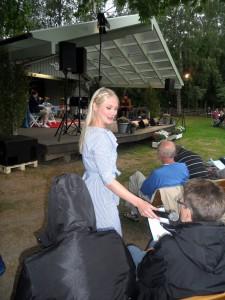 Hanna Holmgren ledde allsången.