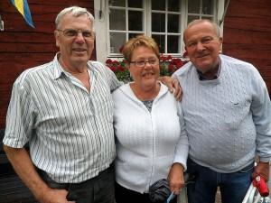 Göran Persson, Berit Thuresson och Leif Madehall tyckte att det skulle bli kul med allsång.  – Hoppas det blir utan regn, sa Leif Madehall.