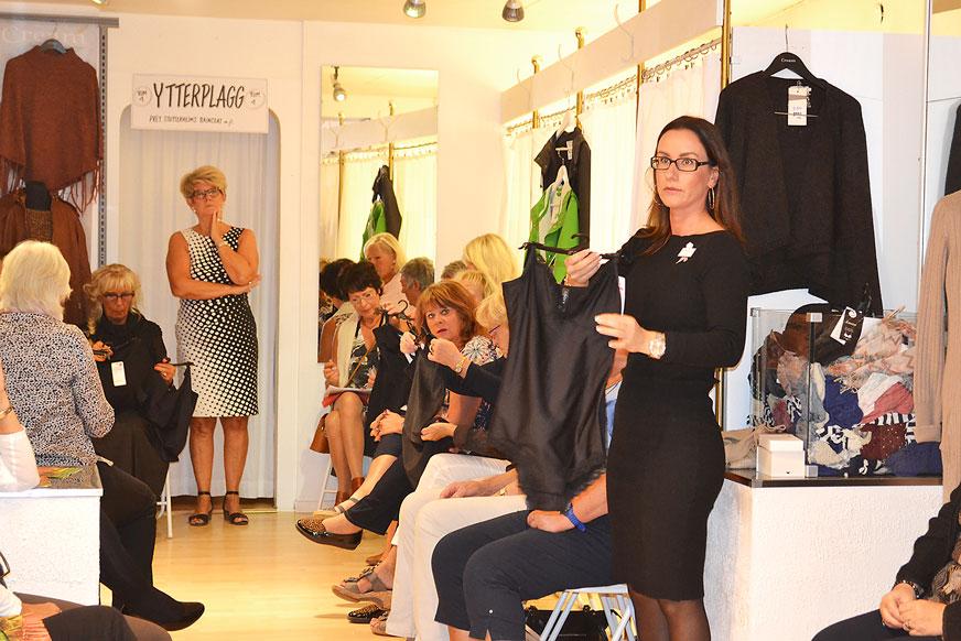 Linda Emilsson från Lindex visade underkläder som håller in och lyfter upp.
