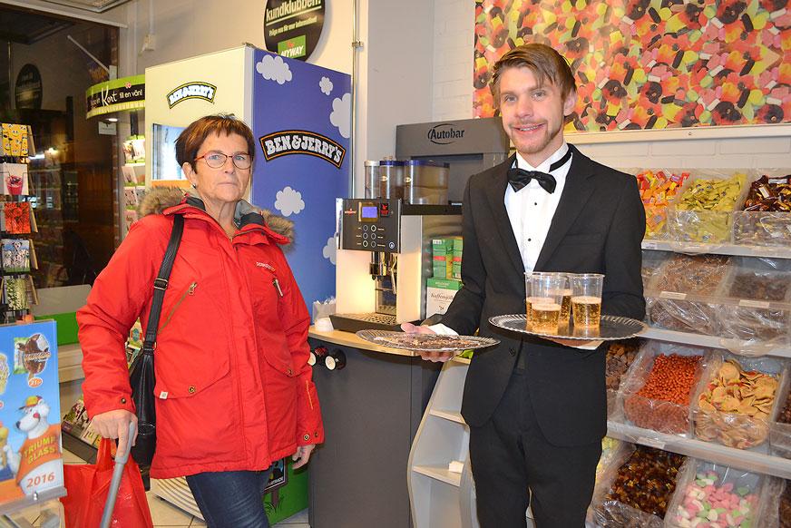 Ann-Marie Elmgren fick smaka sötsaker av Pär Heideman på My Way.
