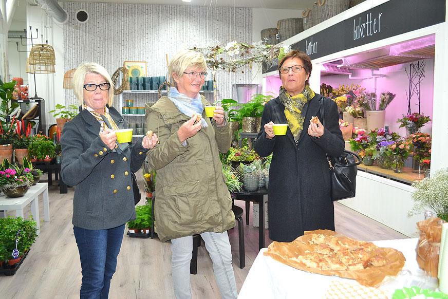 Lena, Lisbeth och Yvonne var på Bellis och smakade äppelkaka.