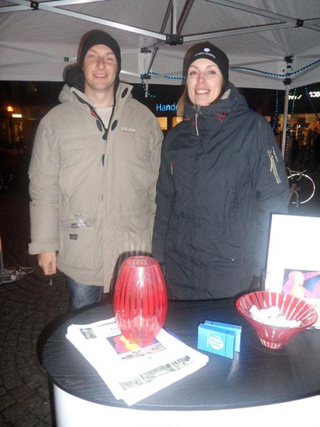 Kristoffer Blomberg och Anna Angeland svarade på frågor i Nybro Energis tält på torget.