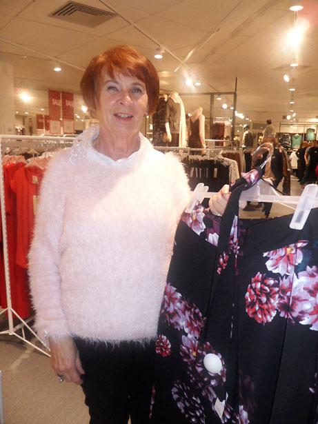 Gun-Lise ArnEkern hittade fina kläder att prova.