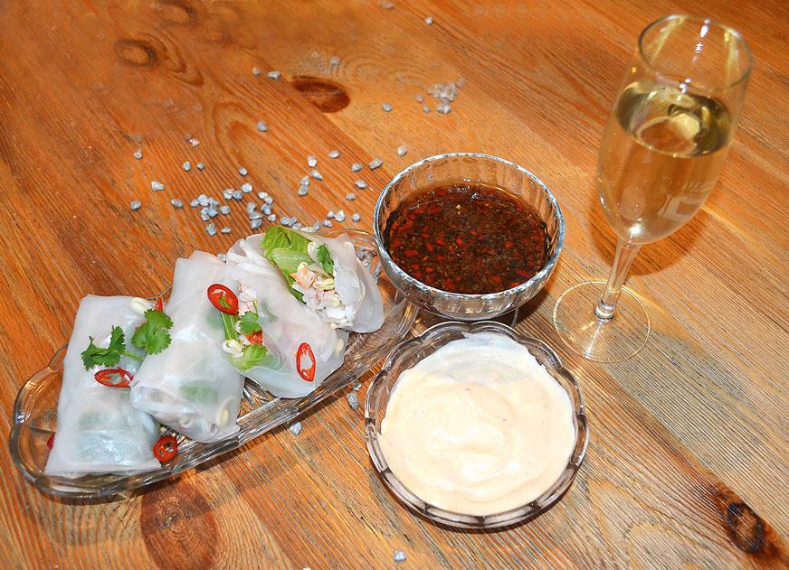Färska vårrullar med hummer och två dipsåser