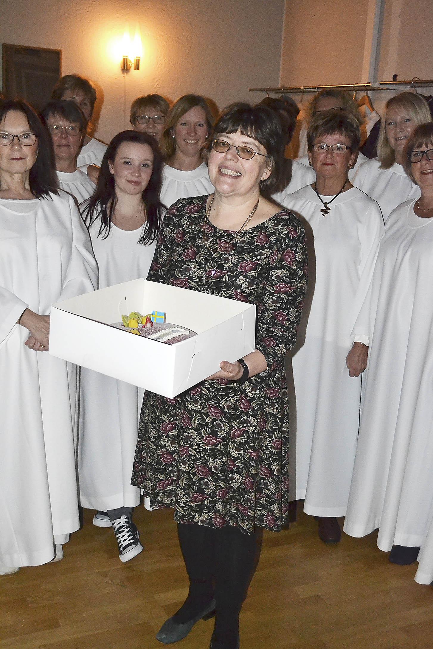 Tårta till fantastiska körledaren Inga-Lill.