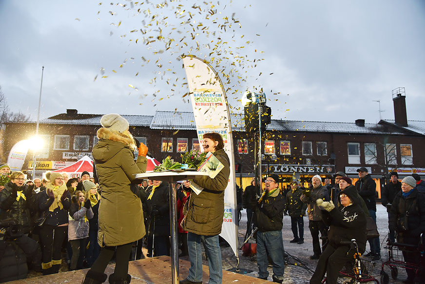 Guldregn över Marguerite Karlsson, som hade tre lotter och fick motta 300 000 kronor och blev även vinnare till en ny Volvo.