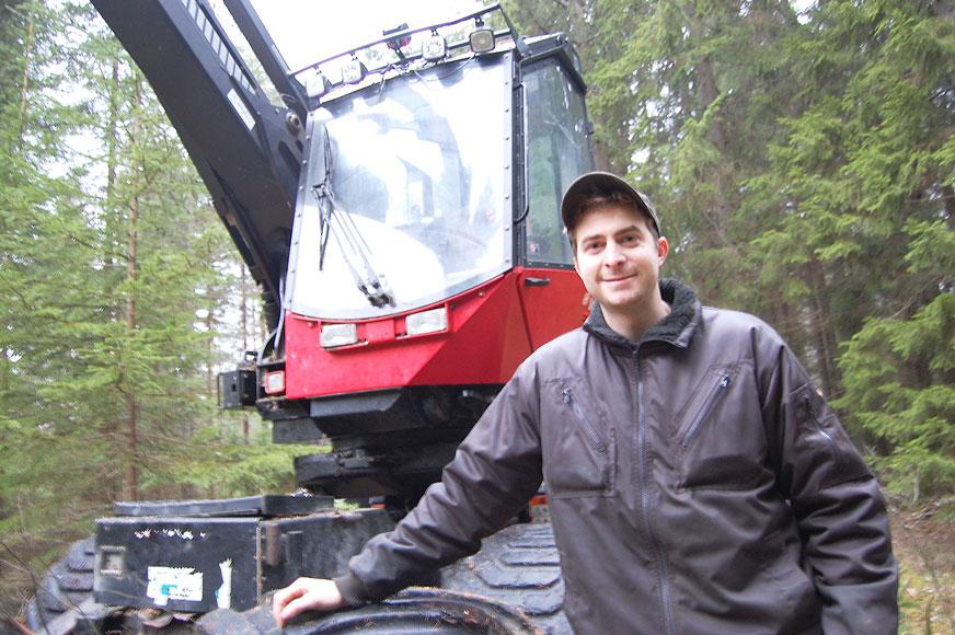 Skogsarbete är vad som gäller för David Averhäll under vinterperioden.