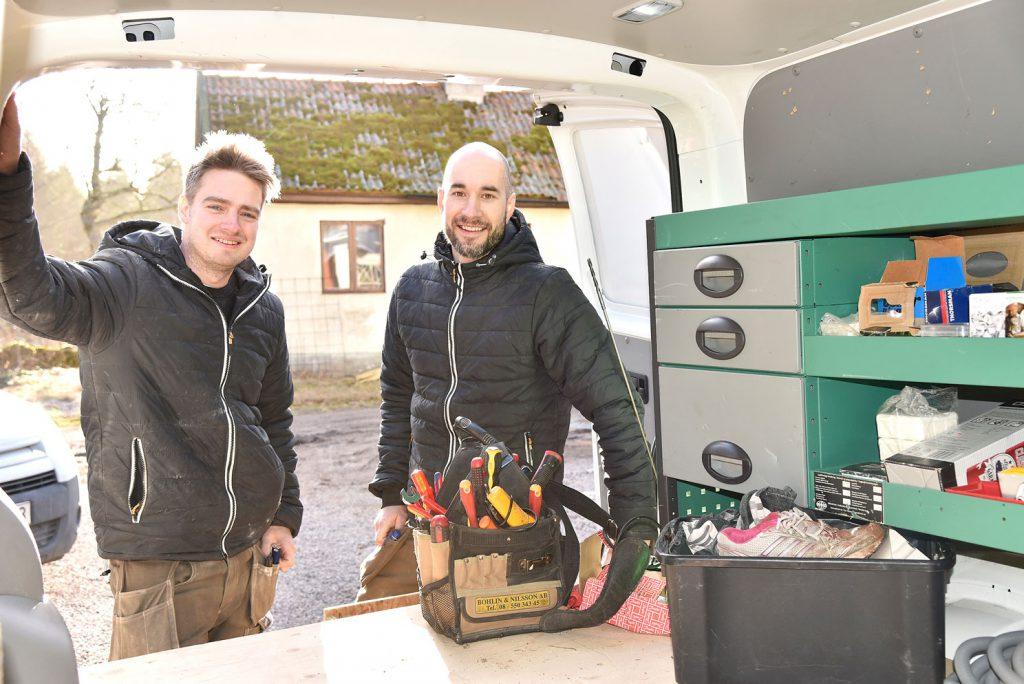 Barndomskompisarna Andreas Eriksson och Alexander Johansson från Flygsfors har startat egen elfirma.