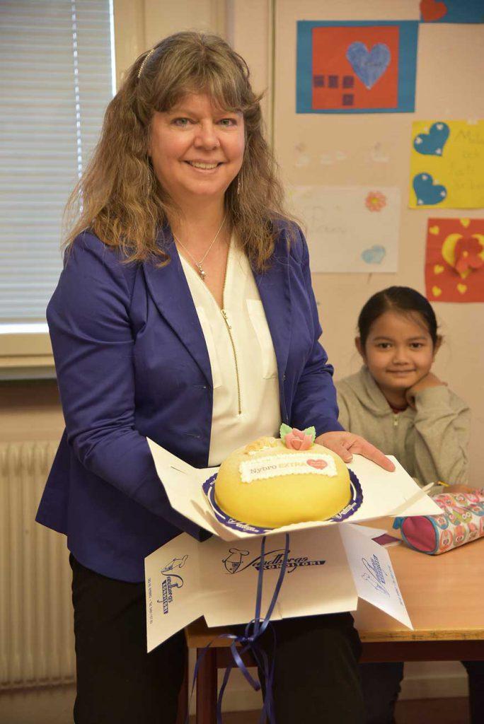 """Vivi Andersen är mottagare av tårtan """"För att du är värd det"""""""