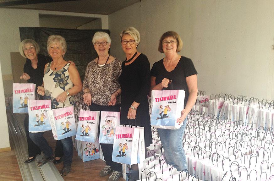 STORT TACK till Karin, Lehna, Inger-Lena, Marita och Ann för all hjälp med packningen av Goodiebags.