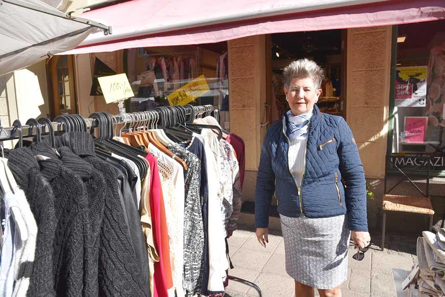 Marknadsfynda kläder från Magazine Lou, säger Birgitta Josefsson.