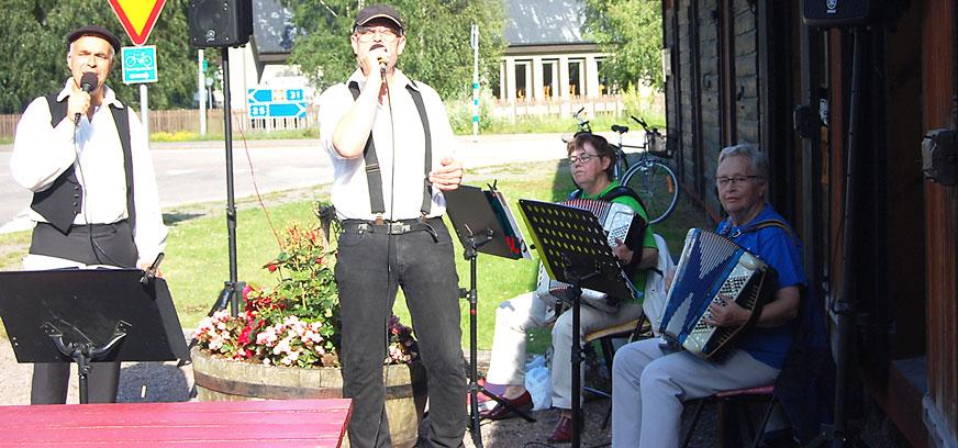 För underhållning i Madesjö svarade Roy Jonsson, Börje Pettersson, Irene Karlsson och Anna-Britt Johansson.
